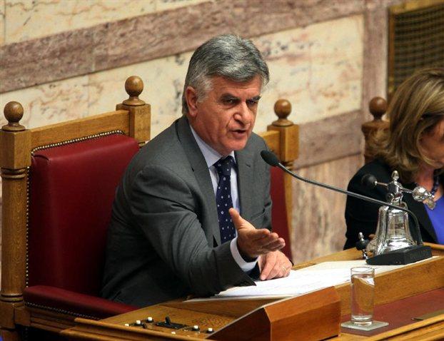 Πετσάλνικος: Η απαξίωση θεσμών και προσώπων υπονομεύει τον κοινοβουλευτισμό