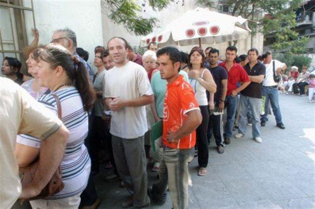 Πολιτική αντιπαράθεση για τις άδειες παραμονής των μεταναστών