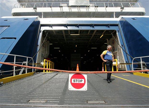 Οι ναυτεργάτες επιμένουν στη 48ωρη απεργία τους, Μ. Τρίτη - Μ. Τετάρτη