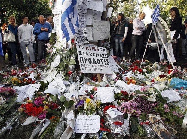 Αποχαιρετισμός στον αυτόχειρα που συγκλόνισε την Ελλάδα