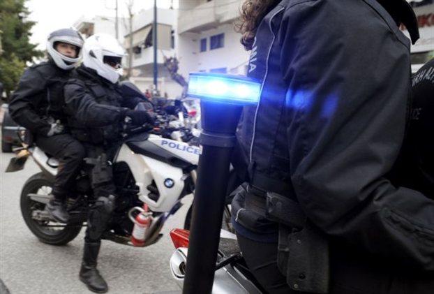 Αλλος ένας αστυνομικός πρώην φρουρός βουλευτή της Χρυσής Αυγής σε διαθεσιμότητα